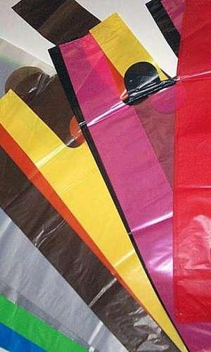 Sacolas plásticas coloridas
