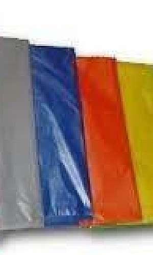 sacos de lixo coloridos
