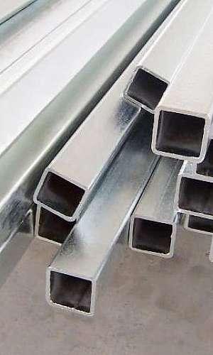 Tubo quadrado de aço